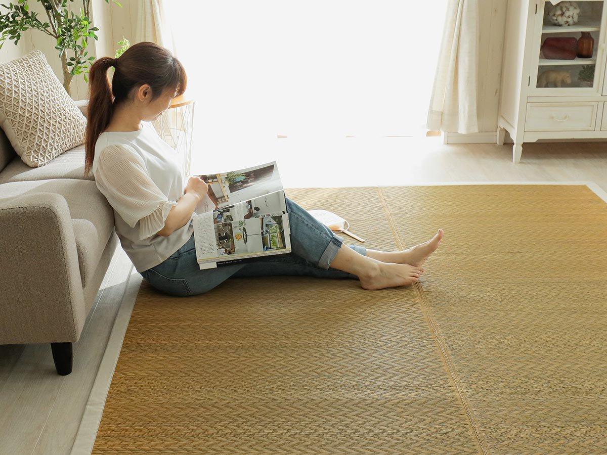 艶やかな発色が魅力的。耐久性にすぐれた泥染めい草ラグ『伽羅 きゃら』■予約受付中 5月中旬出荷予定