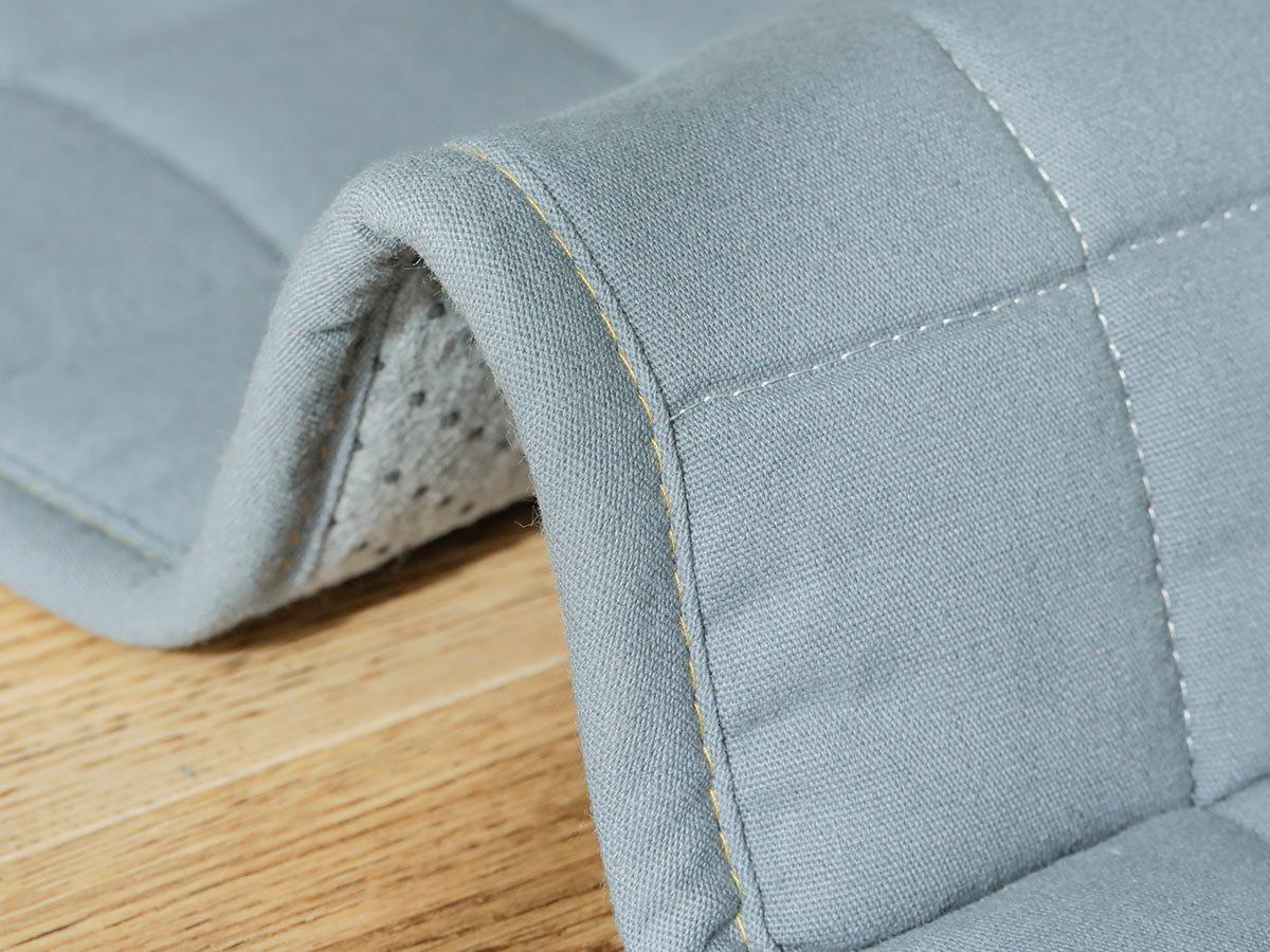 丈夫な綿100%の着飾らないシンプルキルトラグ『チノモード ブルー』