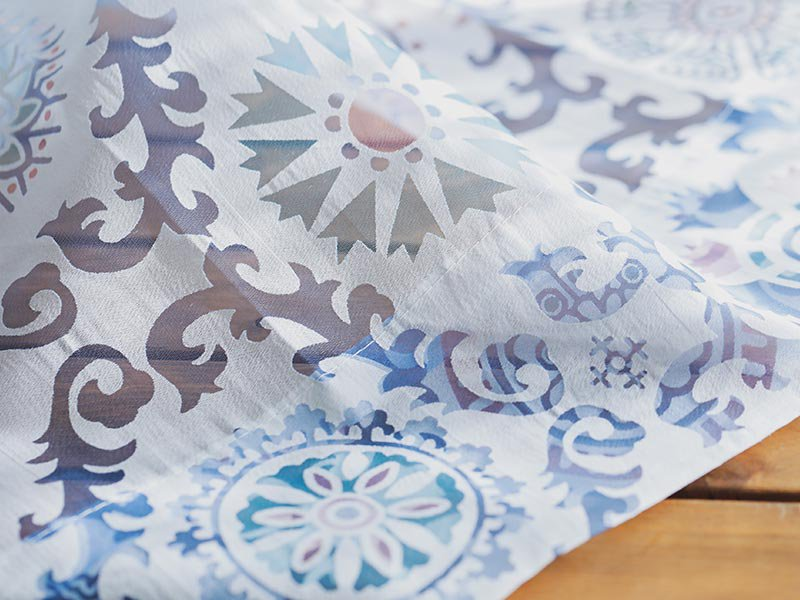 【フラット】華やかなボタニカル柄で窓辺に彩りを。美しい透け感を楽しむオパールレースカーテン 『ピエラ』