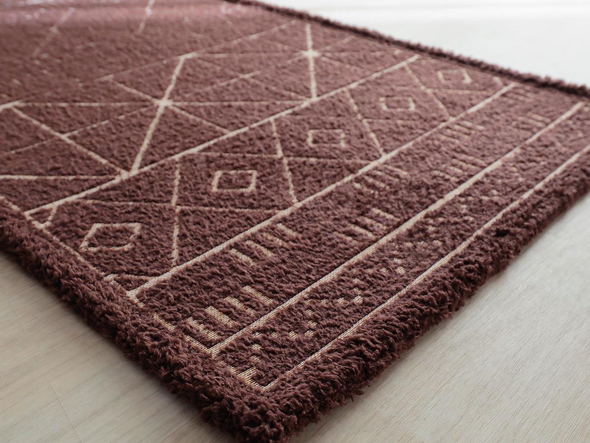 モダンな幾何学柄がお洒落!優しい踏み心地の玄関マット『ジオーム ブラウン 玄関マット』