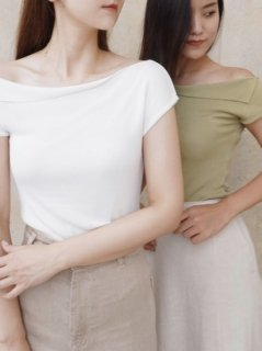 <img class='new_mark_img1' src='https://img.shop-pro.jp/img/new/icons20.gif' style='border:none;display:inline;margin:0px;padding:0px;width:auto;' />ONE SHOULDER SUMMER KNIT TOPS
