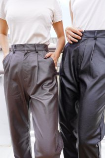 <img class='new_mark_img1' src='https://img.shop-pro.jp/img/new/icons14.gif' style='border:none;display:inline;margin:0px;padding:0px;width:auto;' />ECO LEATHER PANTS