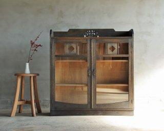 開き戸のキャビネット/食器棚/サイドボード