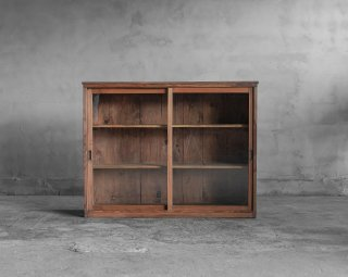 薄型の戸棚/飾り棚