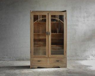 楢の開き戸棚