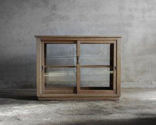 両面ガラスの戸棚