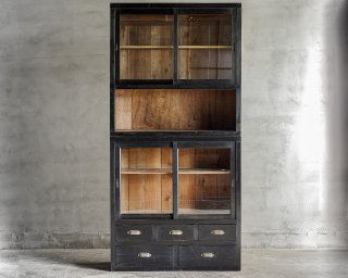 黒色食器棚