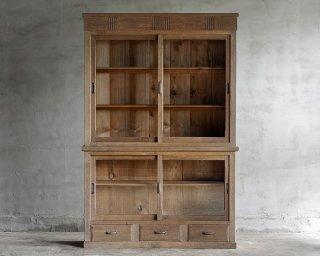楢のガラス戸棚