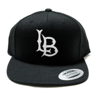 LONG BEACH FLAT EMB SNAPBACK CAP【BLACK×WHITE】