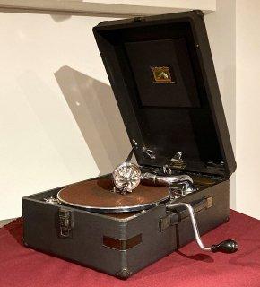ポータブル蓄音機 HMV102 (黒色)