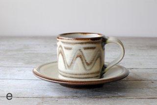 【やちむん・糸満】コーヒー碗皿 指描 e