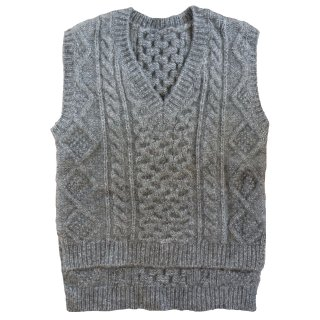 <img class='new_mark_img1' src='https://img.shop-pro.jp/img/new/icons47.gif' style='border:none;display:inline;margin:0px;padding:0px;width:auto;' />[予約]cable knit vest