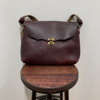 <img class='new_mark_img1' src='https://img.shop-pro.jp/img/new/icons47.gif' style='border:none;display:inline;margin:0px;padding:0px;width:auto;' />【FERNAND LEATHER】 フェルナンドレザー Horizontal Latch I-Pad Pouch