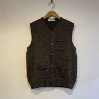 <img class='new_mark_img1' src='https://img.shop-pro.jp/img/new/icons5.gif' style='border:none;display:inline;margin:0px;padding:0px;width:auto;' />【LE TRICOT DE LA MER】 VEE WAIST COAT Vネック ボタンベスト ル・トリコ・ドゥ・ラ・メール