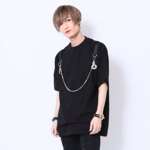 <img class='new_mark_img1' src='https://img.shop-pro.jp/img/new/icons20.gif' style='border:none;display:inline;margin:0px;padding:0px;width:auto;' />【50%OFF】チェーン付き半袖Tシャツ