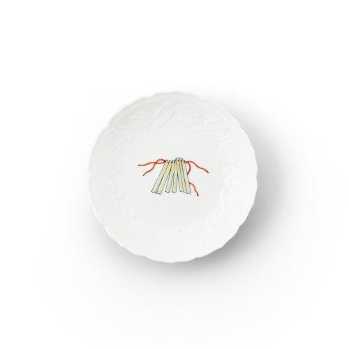 鍋島 宝尽くし ビンザサラ文 彫5寸皿