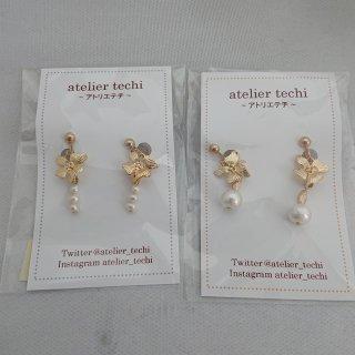 【atelier techi】4枚花びらのゴールドチャームのイヤリング
