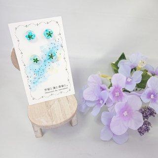 小さなお花ピアス(樹脂)