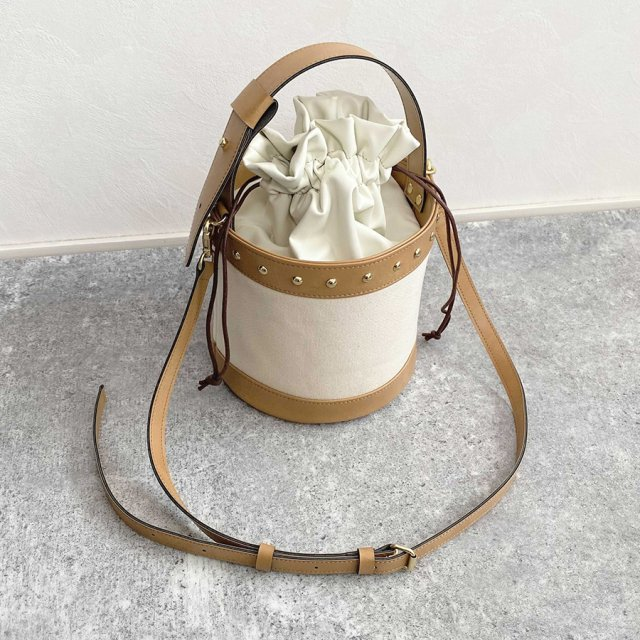 round studs bag