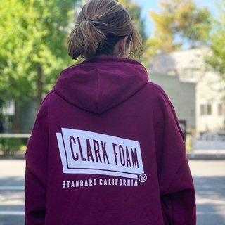 <img class='new_mark_img1' src='https://img.shop-pro.jp/img/new/icons16.gif' style='border:none;display:inline;margin:0px;padding:0px;width:auto;' />【20%OFF】STANDARD CALIFORNIA(スタンダードカリフォルニア)CLARK FOAM × SD Pullover Hood Sweat