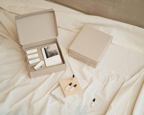 Gift Box: Eau de Parfum 2.5 ml + Catalogue