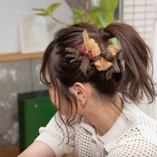 mini|カフェ|彩る咲き編みバレッタ/ヘアクリップ