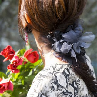 モノトーン|彩る咲き編みシュシュ