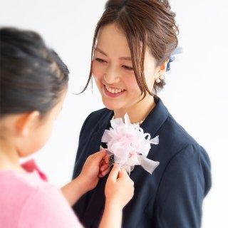ピンク|やさしく彩る咲き編みコサージュ