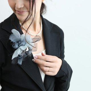 ブラック|やさしく彩る咲き編みコサージュ
