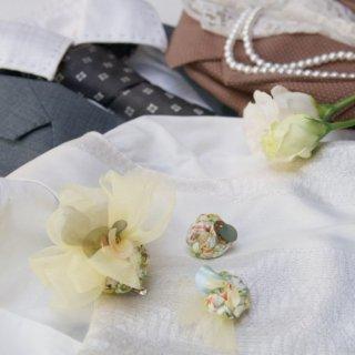 こぶりな咲き編みコサージュ|リバティとオーガンジーとスパンコールと。|ミモザ
