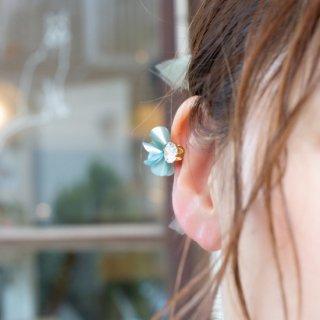 花咲きフリルのイヤーカフ|ピスタチオ
