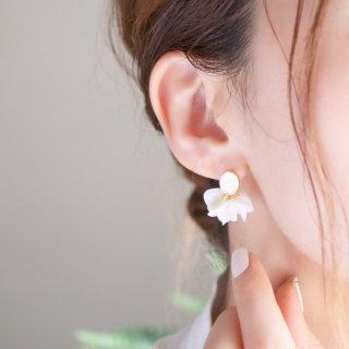 花咲きフリルのアンティークピアス(18Kgp)|ホワイトフリル