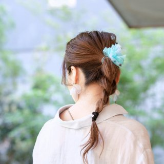 彩る咲き編みヘアゴム|アクア