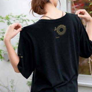 咲き編みの輪オーバーサイズTシャツ|ブラック×ゴールド