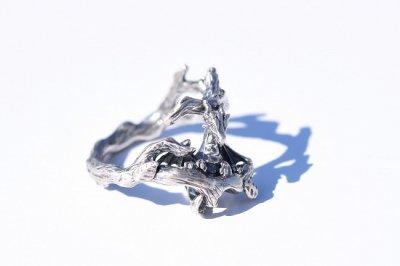 【林檎屋】「木にしがみつく小さいドラゴン」シルバーリング(品番221)
