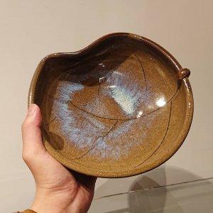 藁灰釉木葉鉢