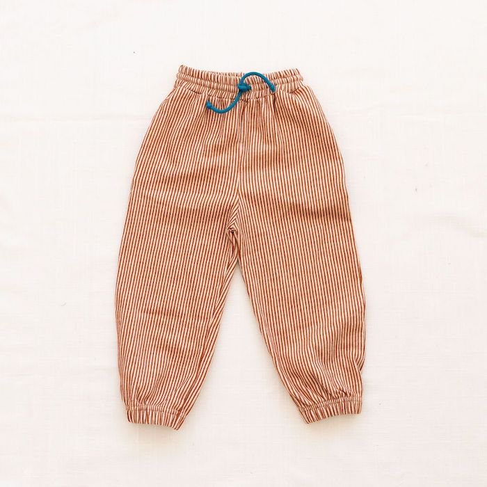 <img class='new_mark_img1' src='https://img.shop-pro.jp/img/new/icons10.gif' style='border:none;display:inline;margin:0px;padding:0px;width:auto;' />fin & vince terry track pants - hazelnutの商品画像