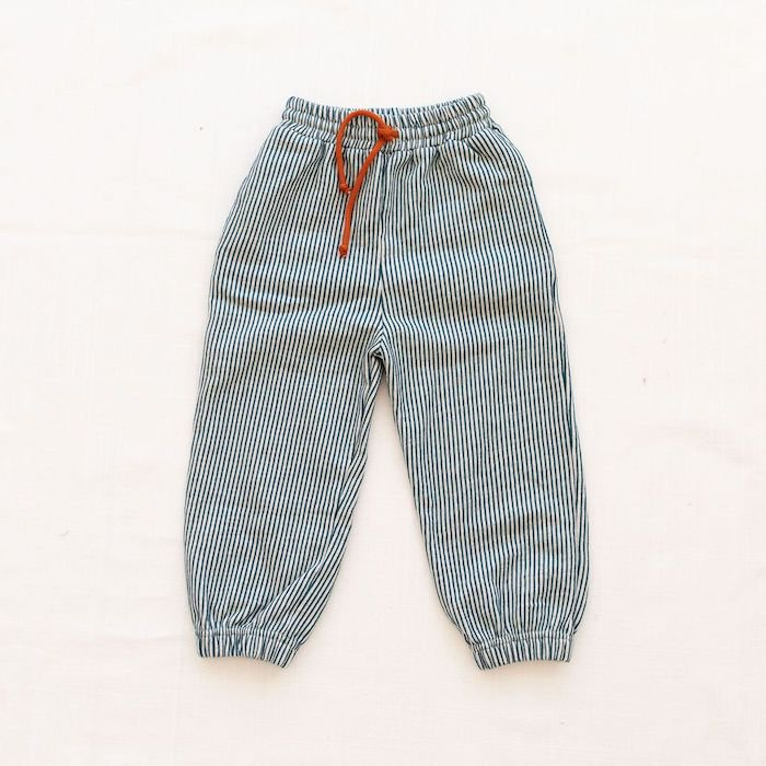 <img class='new_mark_img1' src='https://img.shop-pro.jp/img/new/icons10.gif' style='border:none;display:inline;margin:0px;padding:0px;width:auto;' />fin & vince terry track pants - oceanの商品画像