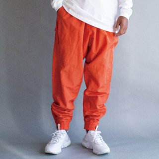 <img class='new_mark_img1' src='https://img.shop-pro.jp/img/new/icons16.gif' style='border:none;display:inline;margin:0px;padding:0px;width:auto;' />WOVEN SIDE POCKET JOGGER PANTS
