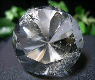 ラウンドブリリアンカット(レインボー水晶3)