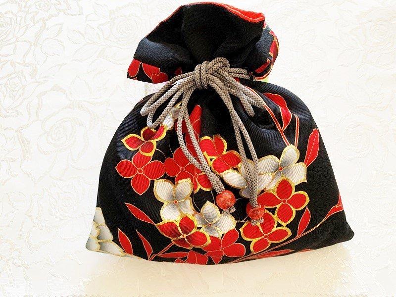 花嫁の打掛から作った 幸せ巾着