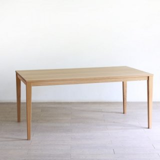 無垢材のスマートなダイニングテーブル