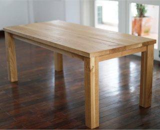 幅広な天然無垢のオーク材を贅沢に使ったダイニングテーブル