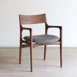 座り心地の良いアームチェア