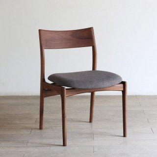 座面の広い座り心地の良いチェア