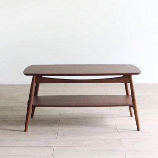 棚板付きのリビングテーブル
