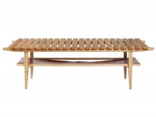 レザーと木の組み合わせのリビングテーブル