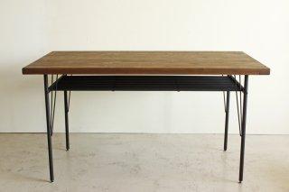 パイン無垢材を古木風オイルで仕上げたダイニングテーブル140