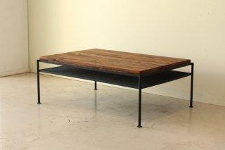 アイアンと古木風に仕上げたパイン無垢材を合わせたリビングテーブル
