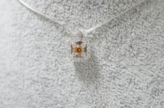 <img class='new_mark_img1' src='https://img.shop-pro.jp/img/new/icons14.gif' style='border:none;display:inline;margin:0px;padding:0px;width:auto;' />Rosewood・【Fancy Colored Diamond Series】・ファンシーディープオレンジーイエローカラーダイヤモンド・ネックレス・プラチナ製 | Rosewood & N.H.